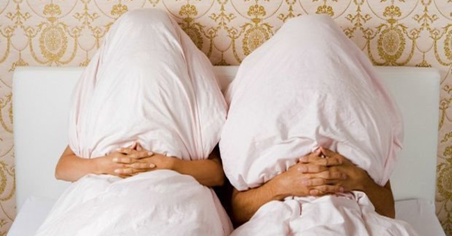 4 iemesli, kāpēc pāriem ir jāguļ vienā gultā