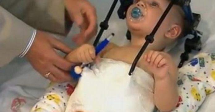 Emociju uzplūdā apskaujot dēlu, viņa sajuta, kā dēla galva atdalās no ķermeņa. Neticami!