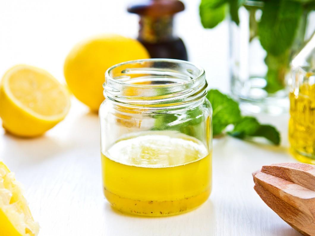 Saujaciet kopā citronu ar ēdamkaroti olīveļļas – līdzeklis, ko izmantosiet atkal un atkal!