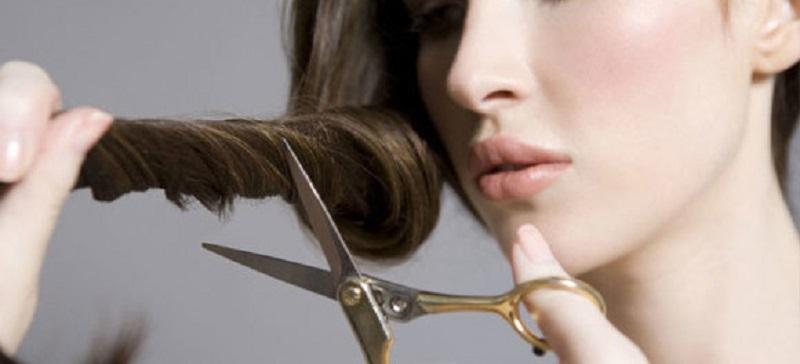 Viņa sasēja zirgasti, pārmeta matus uz priekšu un paņēma šķēres… Lūk, rezultāts!