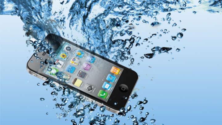 Tavs telefons iekrita ūdenī! Nebēdā! Šī instrukcija palīdzēs tev izglābt savu telefonu