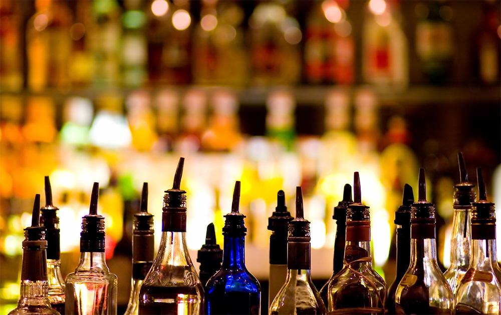 alcohol-bar-bottles