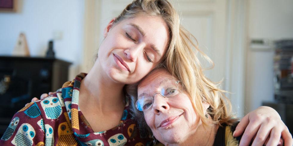 Pētījumi pierāda – jo vairāk kontaktējaties ar savu mammu, jo ilgāks būs viņas mūžs!