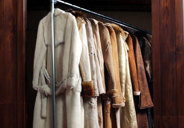 Ne pleķīša: kā tīrīt aitādu, kažoku, dūnu jaku. Mīļotās mantas kalpos ilgāk!