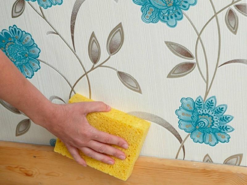 6 vienkārši veidi, kā attīrīt tapetes no traipiem. Tagad zināšu kā to dara!