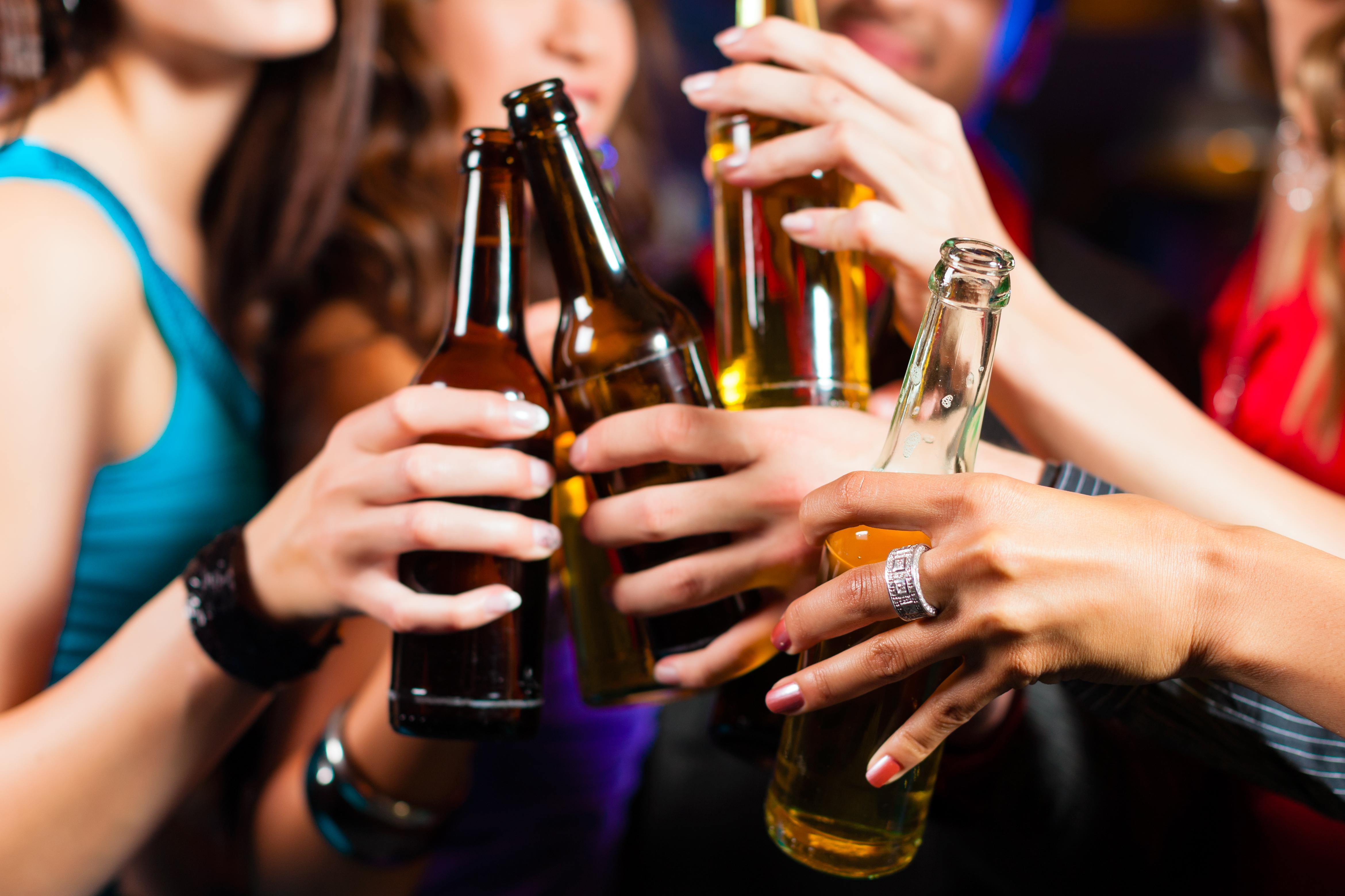 Pacel glāzi! Kādēļ nevajag atteikties no alkohola, ja centies nomest svaru