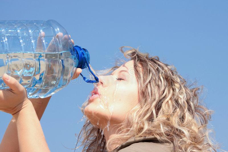 Ārsti ir pret jauno modi dzert daudz ūdens! Un lūk, kur viņu argumenti…