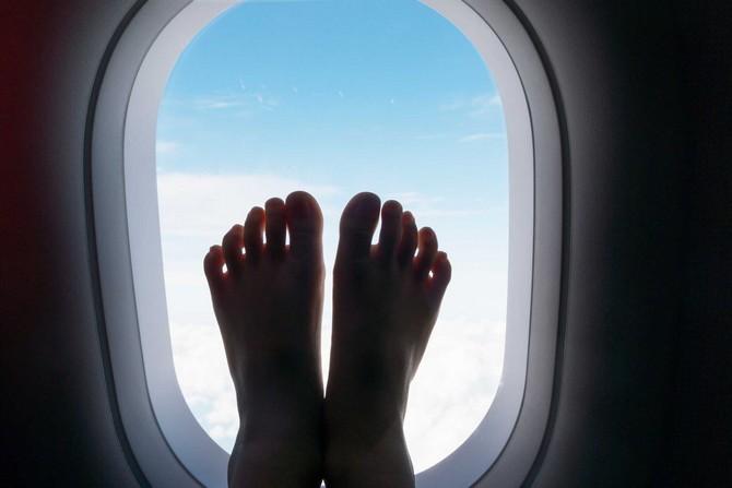 14 lietas, kuras nekādā gadījumā nedrīkst darīt uz lidmašīnas klāja! Iegaumē, vai labāk saglabā, lai nepazaudētu!