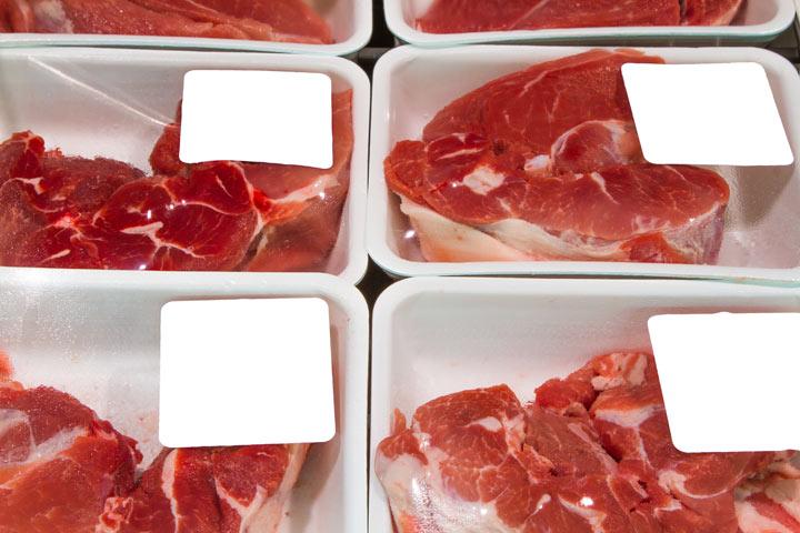 Vēlaties uzzināt, kas ir tas sārtais šķidrums gaļas iepakojumā? Lūk, kas tas ir…