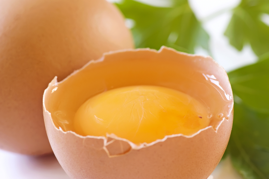 Vecmāmiņu burvestības: Negatīvās enerģijas noņemšana ar jēlas olas palīdzību