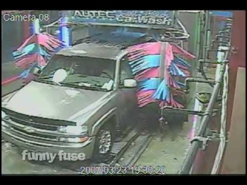 Tas, ko izdarīja šis autovadītājs automazgātuvē, vienkārši nav aprakstāms. Nu, kā tā drīkst?!
