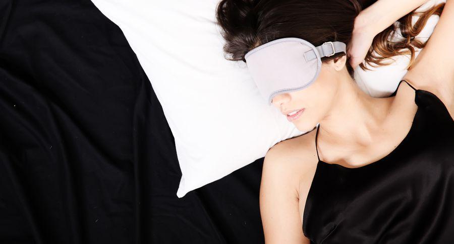 Kādā pozā gulēt, lai uz sejas neparādītos krunciņas?