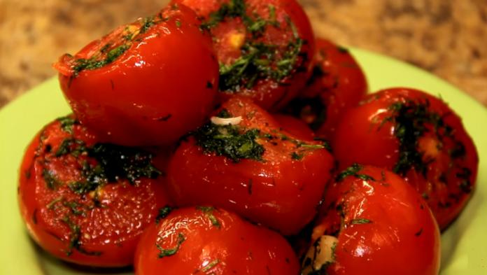 Mazsālīti tomāti maisiņā ar ķiplokiem. Super gardi!
