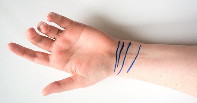 Cik līnijas ir uz jūsu plaukstu locītavas – trīs vai četras? Pārbaudiet un uzziniet, ko tas īsti nozīmē!