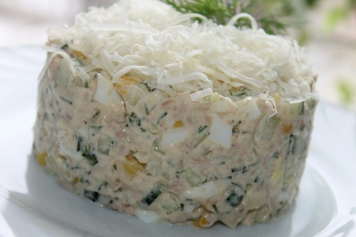 Salāti no mencu aknām, kukurūzas un gurķiem – maigi un ļoti gardi