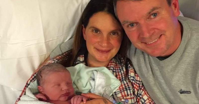 Sieviete savos 42 gados dzemdēja 20. mazuli. Visai kuplajai ģimenei vēlam stipru veselību!