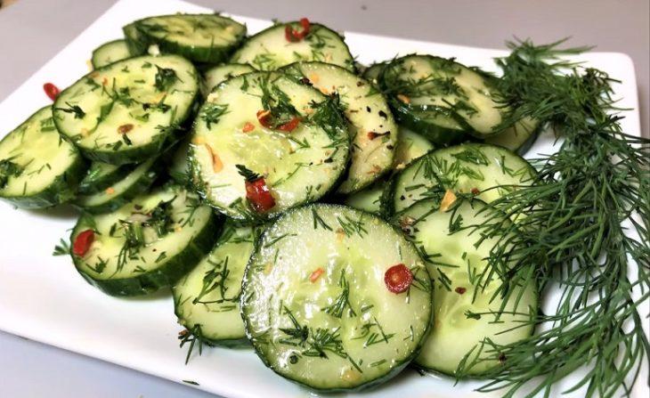 Apbrīnojama uzkoda no svaigiem gurķiem: lielisks papildinājums jaunajiem kartupeļiem
