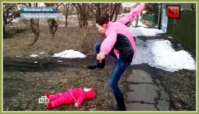 Māte, lai ieriebtu savam vīram, centās ar kājām saspārdīt mazo meitiņu