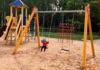 Ventspils bērnu rotaļu laukumi papildināti ar jaunām šūpolēm