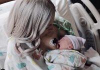 Vīrs nofotografēja savu jaundzimušo meitiņu un sievu, bet pēc 8 stundām sieviete kļuva par donoru 50 cilvēkiem