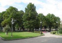 """Mākslinieks Aigars Bikše aicina 4.maija deklarācijas klubu uz diskusiju par """"Gudrās pensionāres"""" izvietošanu Neatkarības laukumā, Rīgā"""