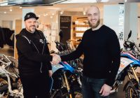"""""""Adventure Team Latvija"""" saņem BMW motociklus ceļojumam uz Dienvidāfriku"""