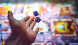 Populārākās galda un prāta spēles jautrai izklaidei ģimenes un draugu lokā