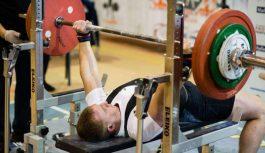 Piedalies Studentu čempionātā svaru stieņa spiešanā guļus