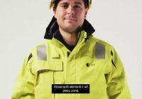 Sadales tīklam jauni – spilgti dzelteni – darba apģērbi