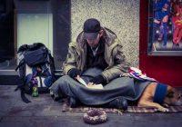 Visi gāja garām, bet es nolēmu uzsaukt bezpajumtniekam pusdienas. Viņš man atstāja zīmīti, ko izlasot, es apraudājos
