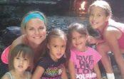 Sieviete adoptēja savas draudzenes četras meitas, jo draudzene nomira… Runā, ka sieviešu draudzība nepastāv