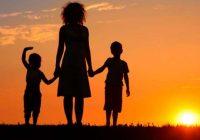 Pētījums apstiprina – vientuļās mātes audzina lieliskus bērnus. Mammas – šīs pasaules supervaroņi!
