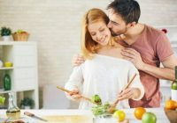 """5 produkti, kurus labāk neēst pirms intīmajām attiecībām. Zinātnieki tos sauc par """"libido slepkavām"""""""