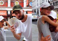 Tēvs dēlam iedeva naudu un nosūtīja uz rotaļlietu veikalu. Drīz vien zēns iznāca ārā  ar tukšām rokām un devās uz blakus esošo ielu