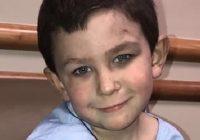 5 gadus vecs zēns no degošas mājas izglāba 2 gadus veco māsu un atgriezās degošajā mājā pēc suņa