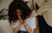 Ko nekad nedrīkst teikt cilvēkiem, kad viņiem ir slikti: 5 mierinājuma izgāšanās kļūdas
