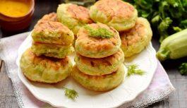 Gaisīgas kabaču pankūkas no kefīra (gandrīz kā pīrādziņi, bet vieglāk un ātrāk pagatavojamas)