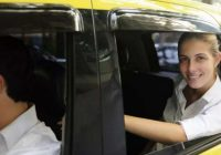 Taksometra vadītājs nolēma pajokot ar pasažieri. Noklausījusies joku, sieviete izdarīja šo…