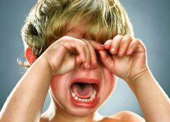 Patiesie iemesli tam, kāpēc bērni mammas klātbūtnē uzvedas 100 reizes sliktāk